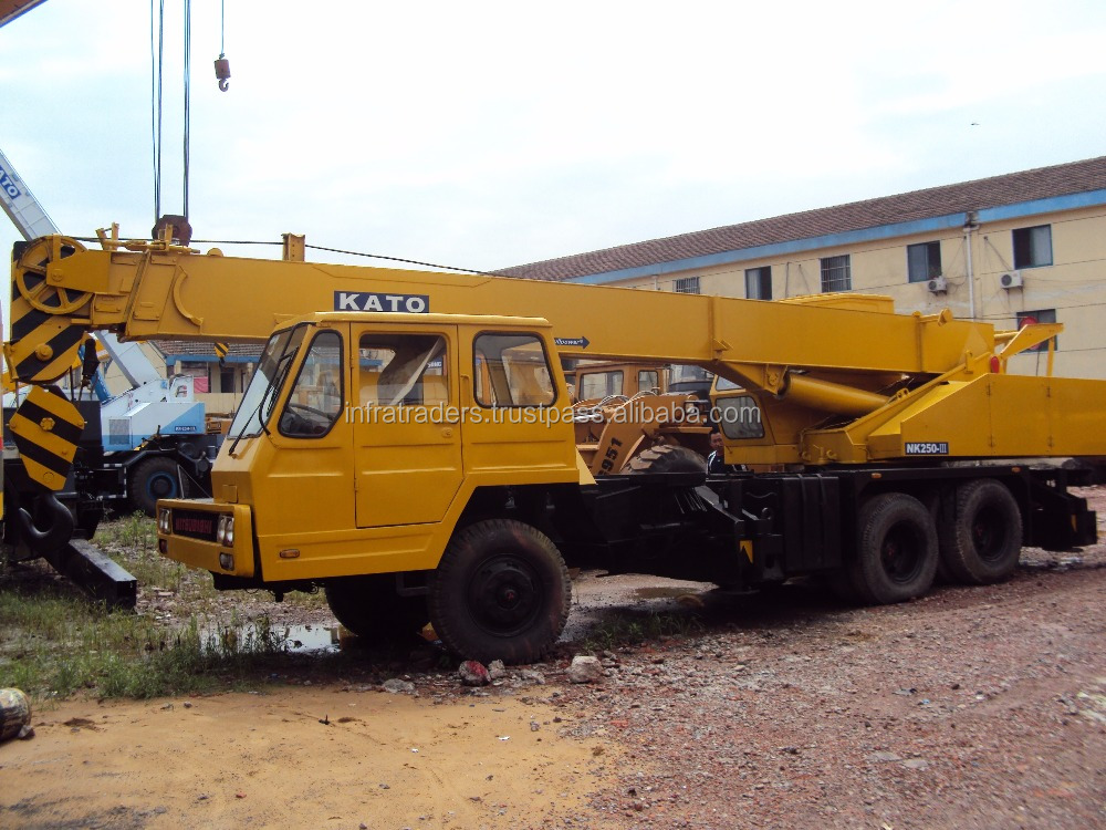 very low price for 25ton Used KATO truck crane , used truck craneNK250E