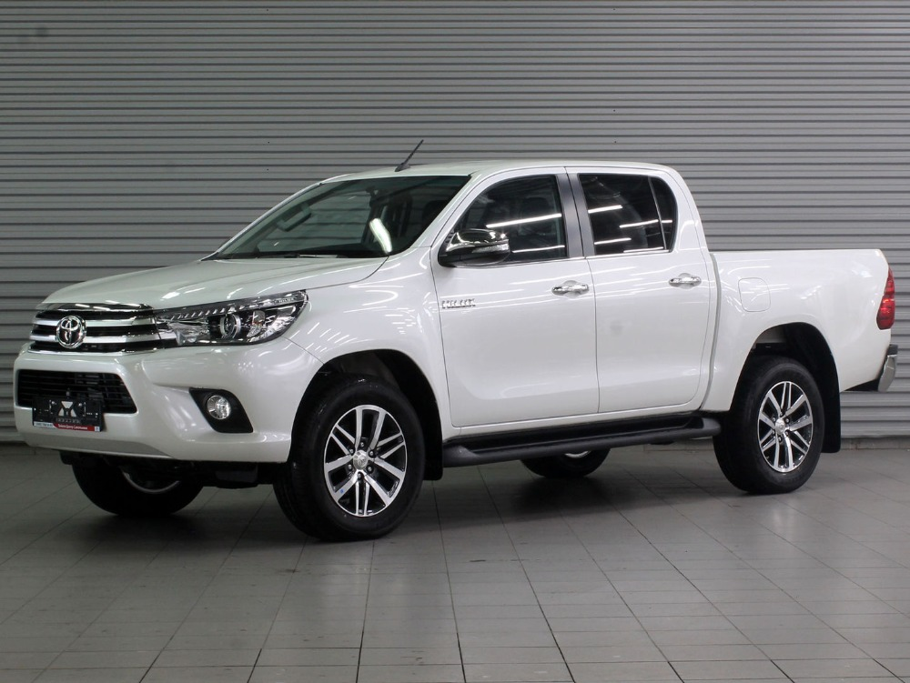 Toyota Hilux Prestige 2.8TD / 177 6AT WHITE/BLACK LEATHER