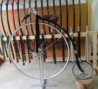 high wheel bicycle, penny farthing,classic bike