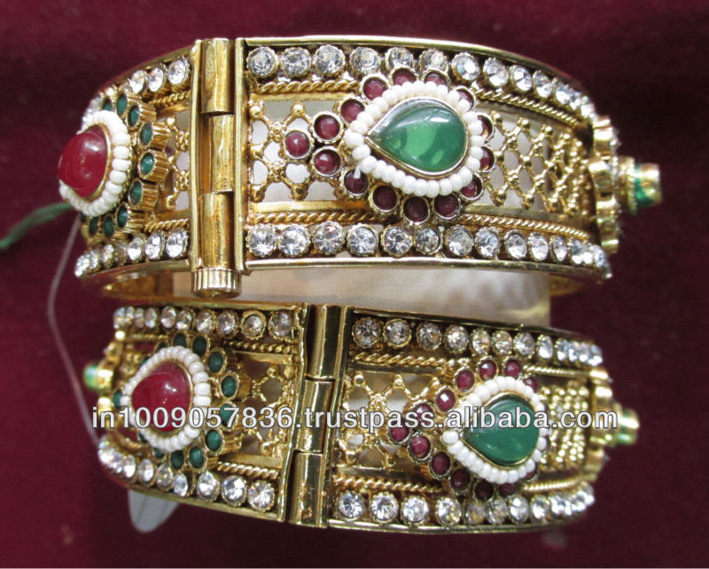 New 2015 Latest Fashion Jewellery With American Diamond & Artificial Emereld and Ruby Bangle