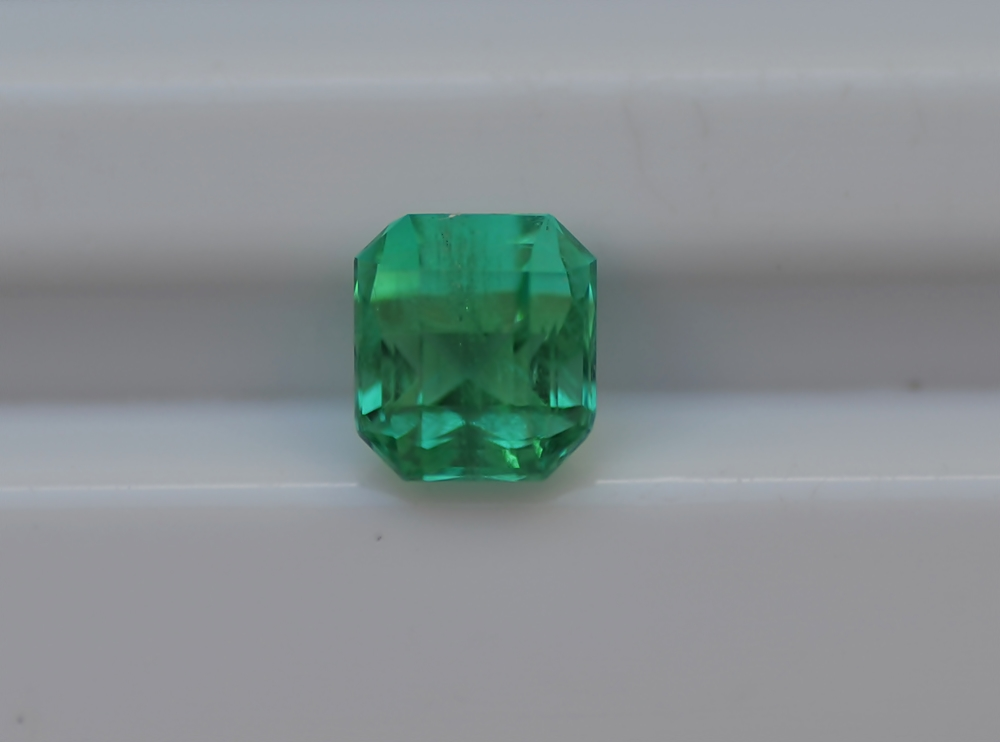 "0.99 Cts Emerald Stone Colombia ""Emerald shape"""