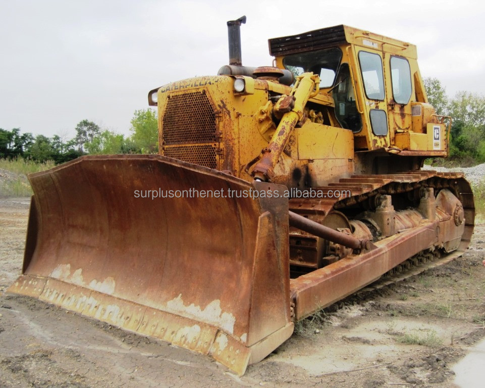 1981 Caterpillar D9H with multi-shank rear ripper
