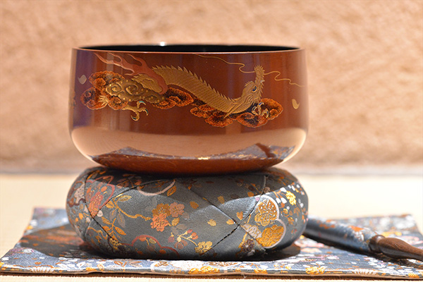 Luxurious pure gold lacquer traditional craft Orin singing bowl made from tin