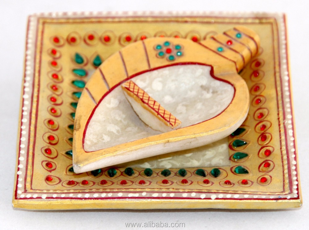 Marble Chopra With A Square Tray And Beautiful Kundan Work Over It