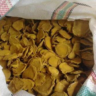 DRIED SLICED CURCUMA www.bersemilestari.com