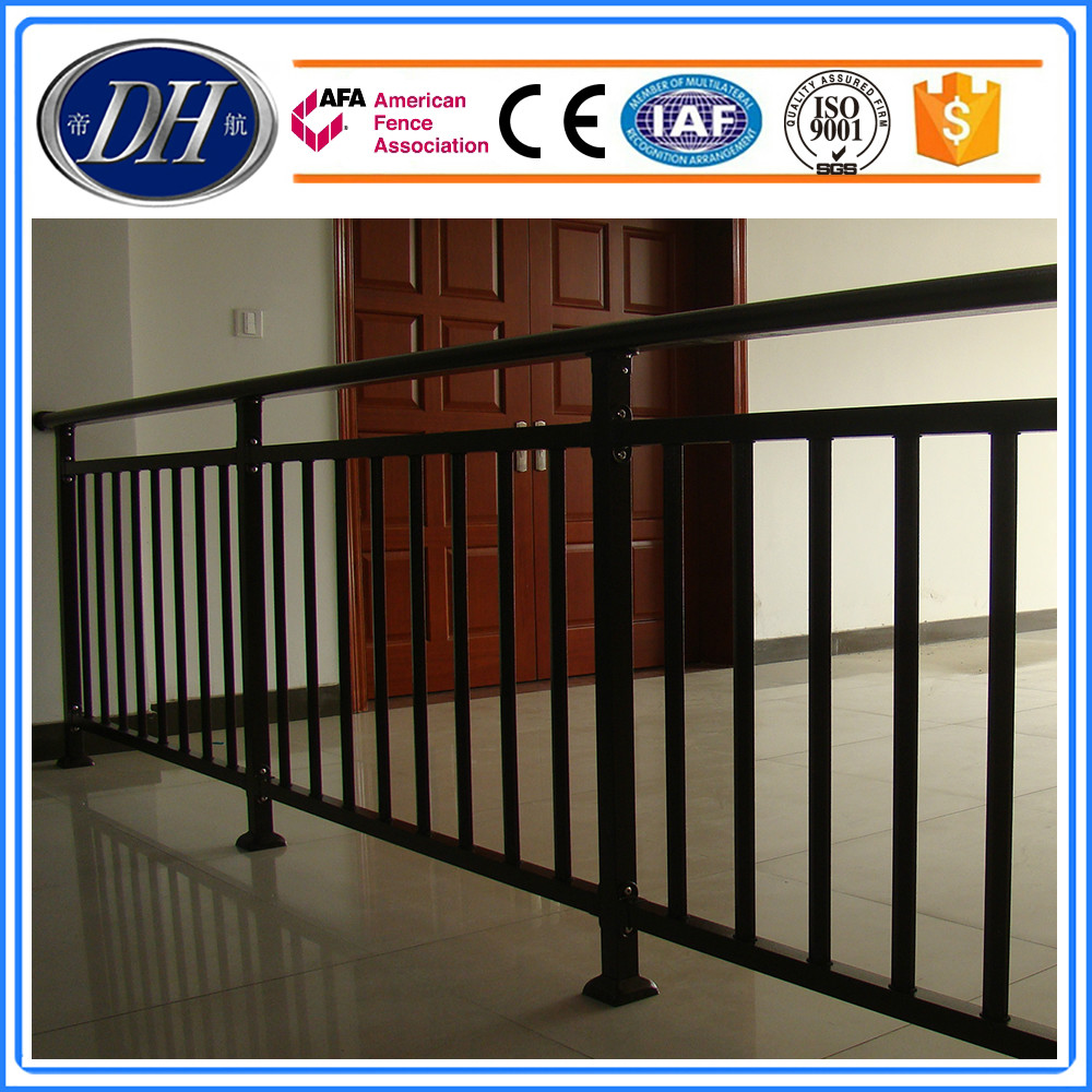 Iron grill design for balcony wrought iron balcony designs for Handrail design for balcony