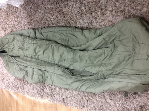 USED CLOTHES : ARMY SLEEPING BAG