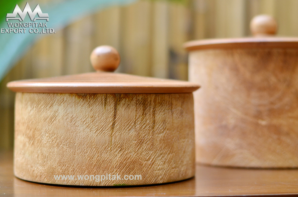 Box mango wood rough texture with lid.