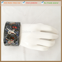 Lacquerware and novel designs on Internet jewelry horn