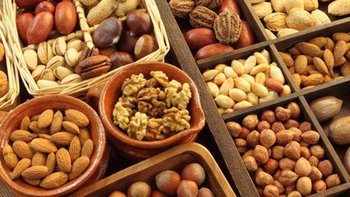 Raw Macadamia Nuts, Cashew Nuts, Almonds, Brazil Nuts ,Melon Seeds, Pistachio Nuts ,Walnuts ,Peanuts