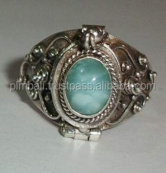 PR0123-silver poison ring with green stones