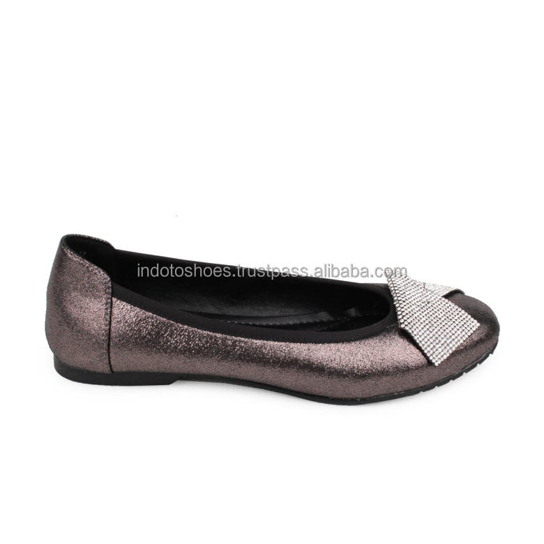 Simple and glamour women flat shoes with rhinestones accessories