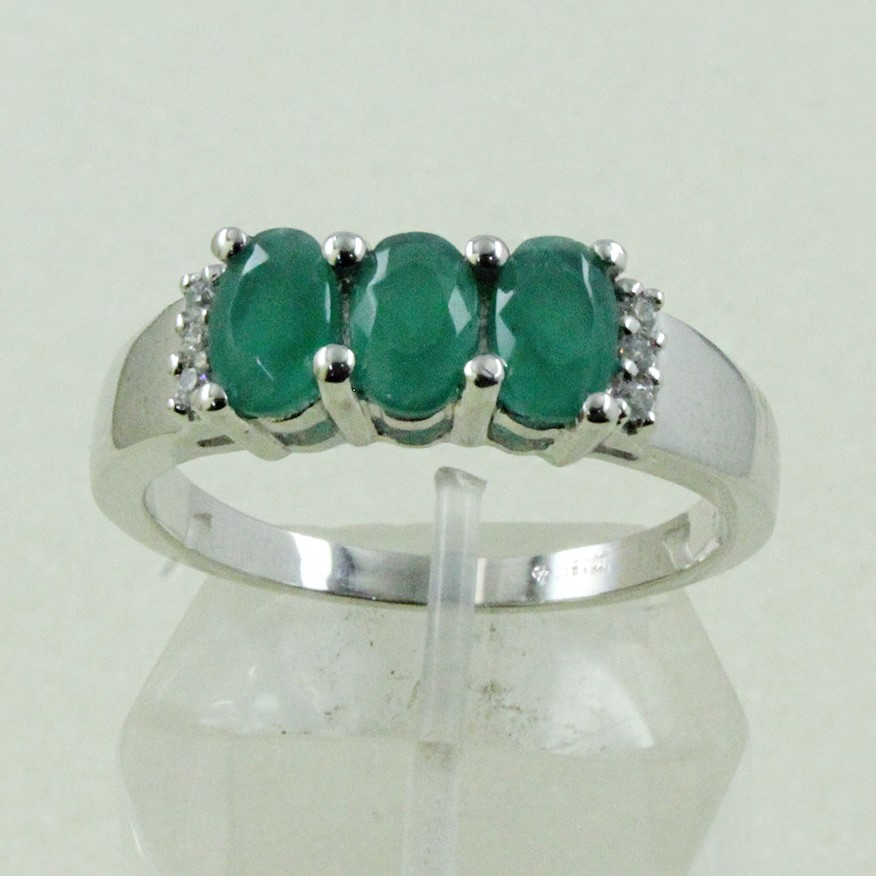 Pretty Emerald & Cubic Zirconia Gem Stone 925 Sterling Silver Ring Jewellery Supplier India