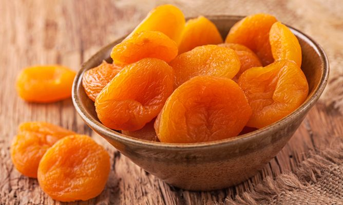 Natural dried Apricots from manufacturing company