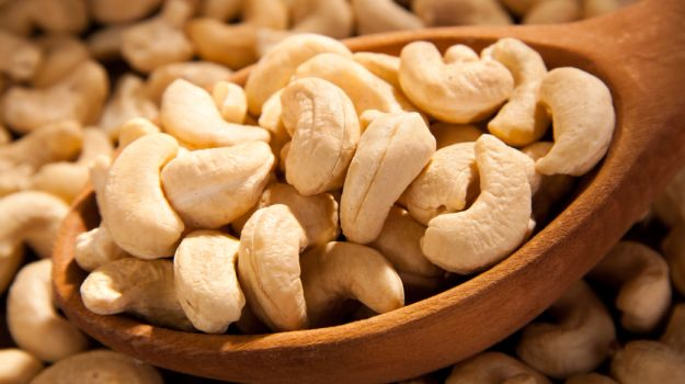 Raw Cashew nuts in Shell / Raw Cashew Nuts Kennels