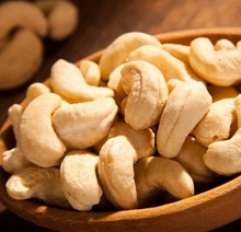 Best Quality Cashew Nuts / Wholesale Price Cashews WW 320