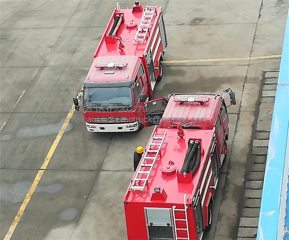 Dongfeng 4x2 left hand drive double cab mini water tank and foam fire truck