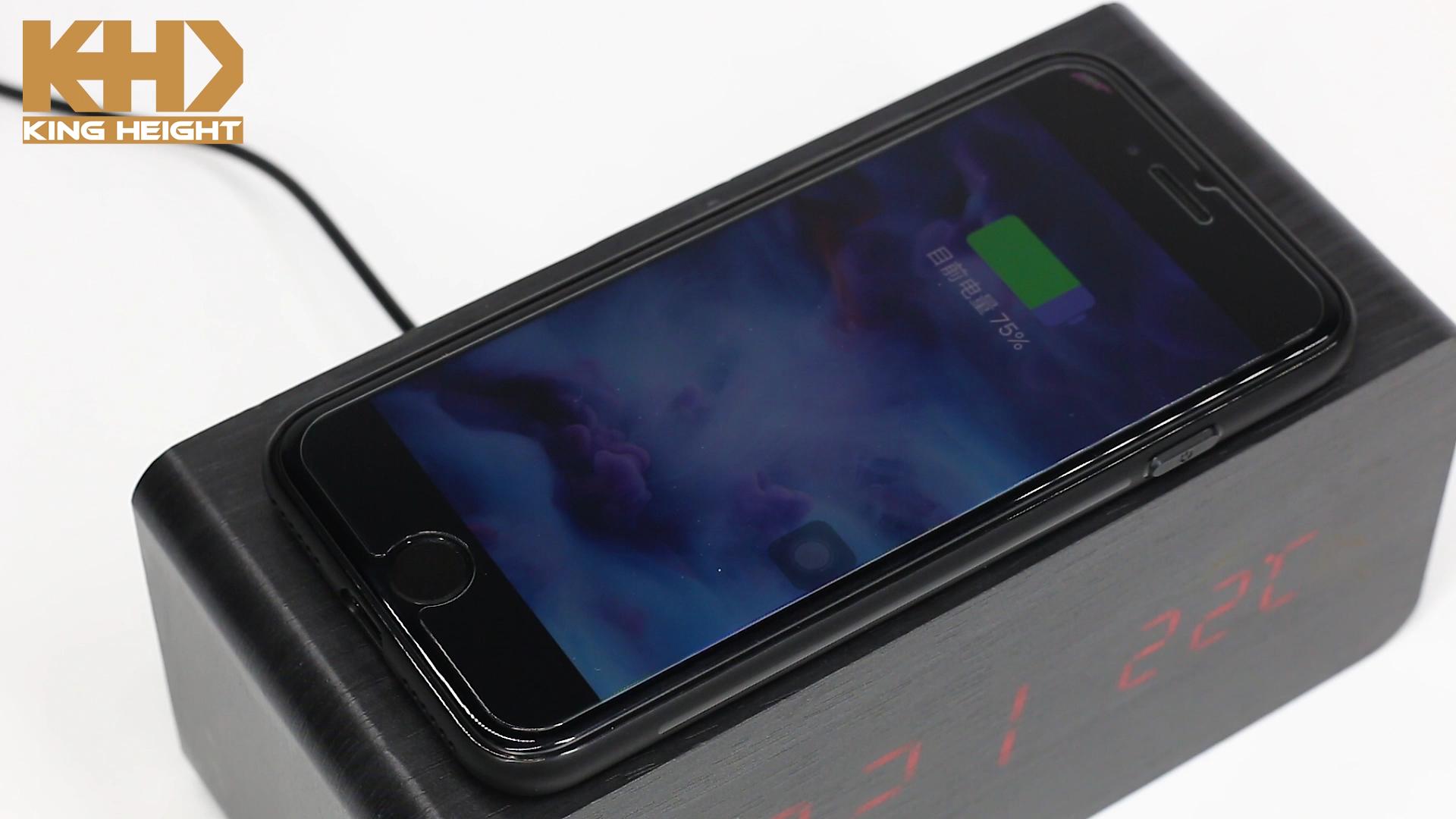 KH-WC021 उच्च गुणवत्ता बहु समारोह मोबाइल डिजिटल एलईडी टेबल लकड़ी अलार्म घड़ी तेजी से क्यूई फोन वायरलेस चार्जर के लिए Iphone