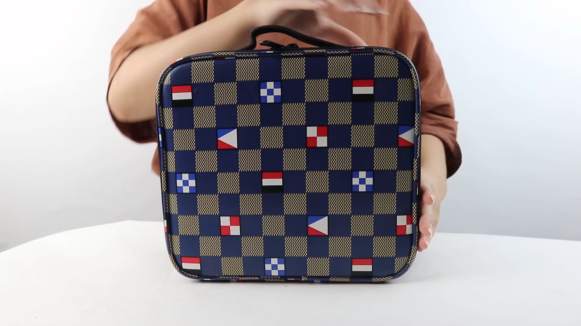 Oem Custom Organization Travel Toiletry Cosmetic Cases Fashion Design Checkered Makeup Bag For Men