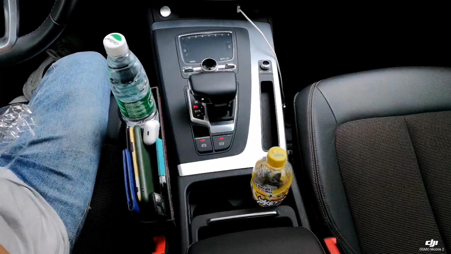 El yapımı High-end dayanıklı Pu deri araba cep düzenleyici araba boşluğu dolgu bardak tutucu ve USB şarj aleti