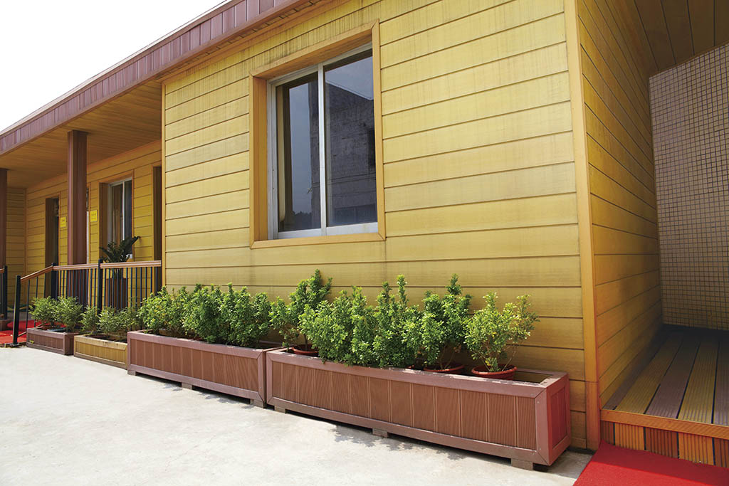 Decorative Weatherproof  Wood Plastic Composite Garden WPC Fence