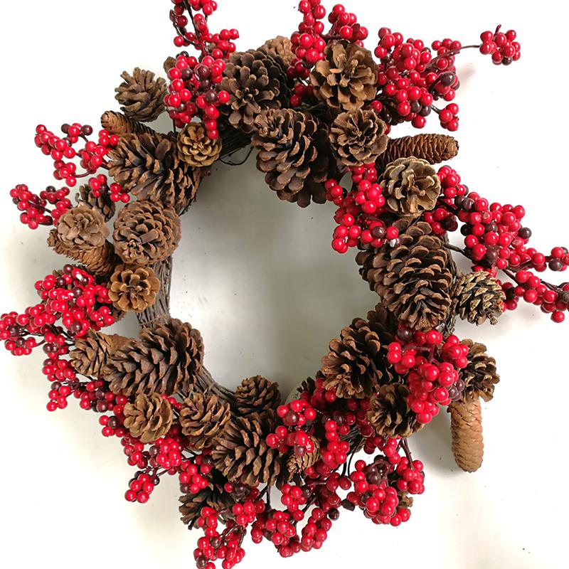 พวงมาลัยใบไม้เฮเซลนัทดอกไม้ประดิษฐ์บรรจุผลเบอร์รี่สีแดงของตกแต่งคริสต์มาส