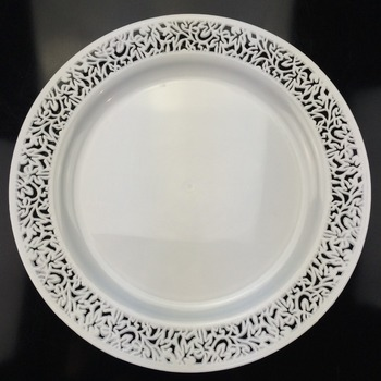 Elegant Disposable Lace Rim White Plastic Plates