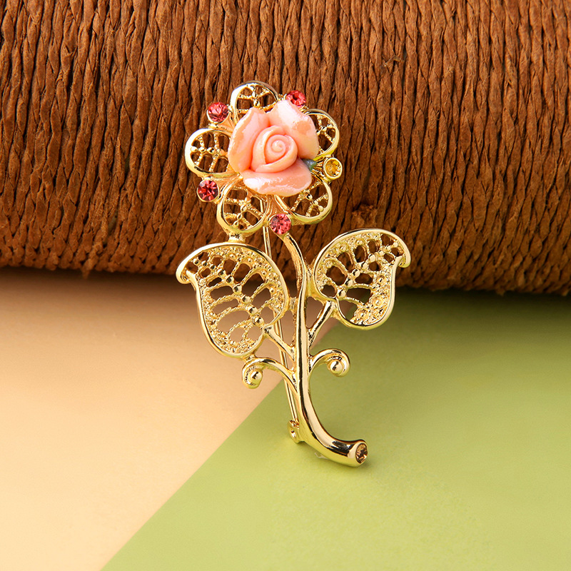 YSJ00133 Trade assurance 2019 new design Decorative brooch hollow leaves flowers shiny diamond brooch female charm jewelry