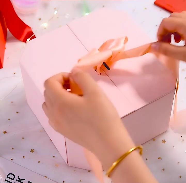 럭셔리 육각 마그네틱 접이식 선물 상자 포장 립글로스 선물 상자 포장 맞춤 선물 상자 리본