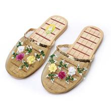 2020 женские тапочки; Домашние летние женские дышащие шлепанцы на плоской подошве с цветочным принтом; Женская повседневная обувь из сетчато...(Китай)