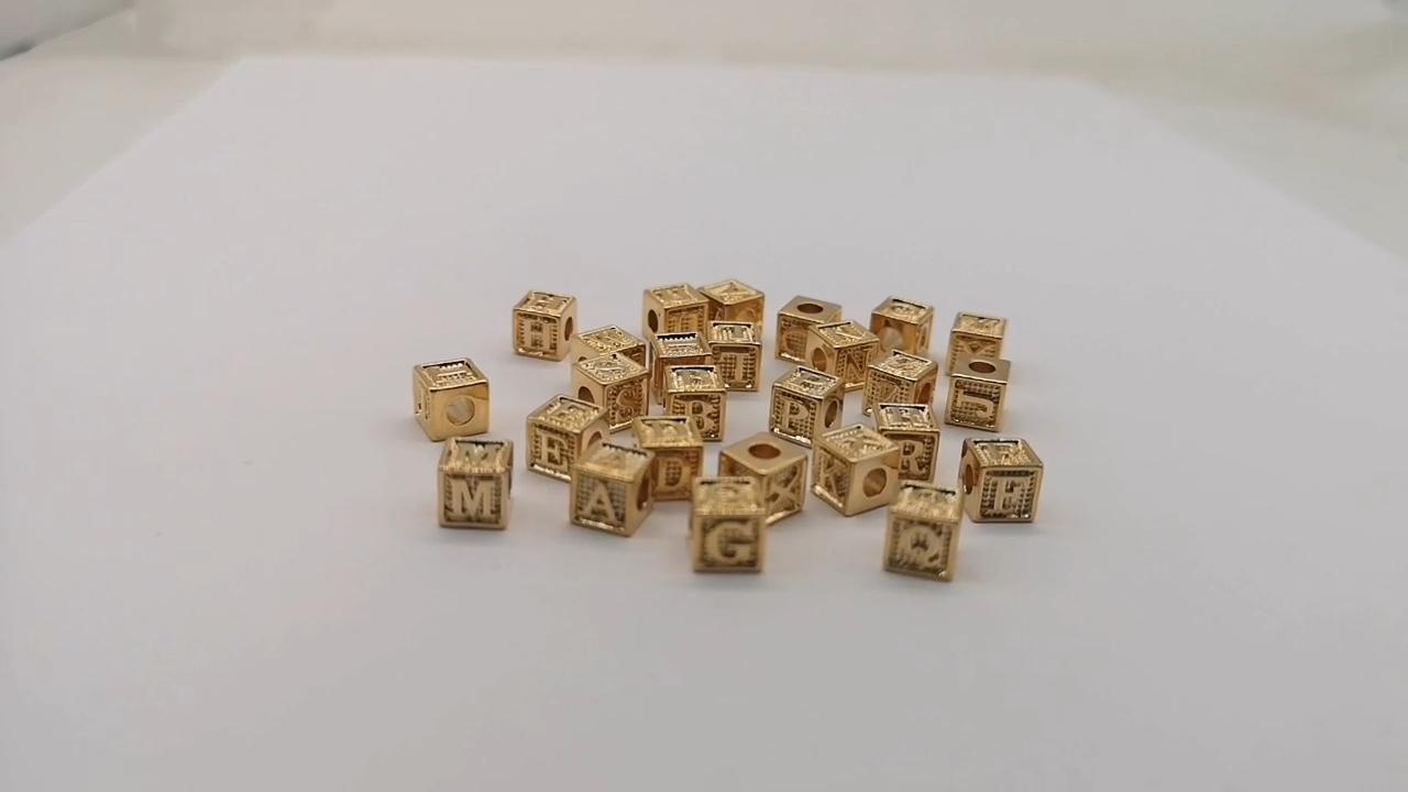 Nom Personnalisé Lettre Initiale Cube Charmes Pendentif or curseur initiale charmes pour bracelets fabrication de bijoux