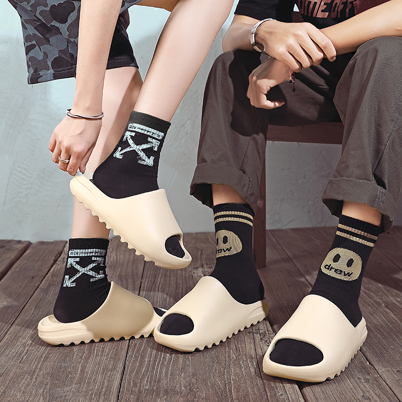 New Arrival Summer Water Slipper For Men Yeezys Rubber Slides Bone Color