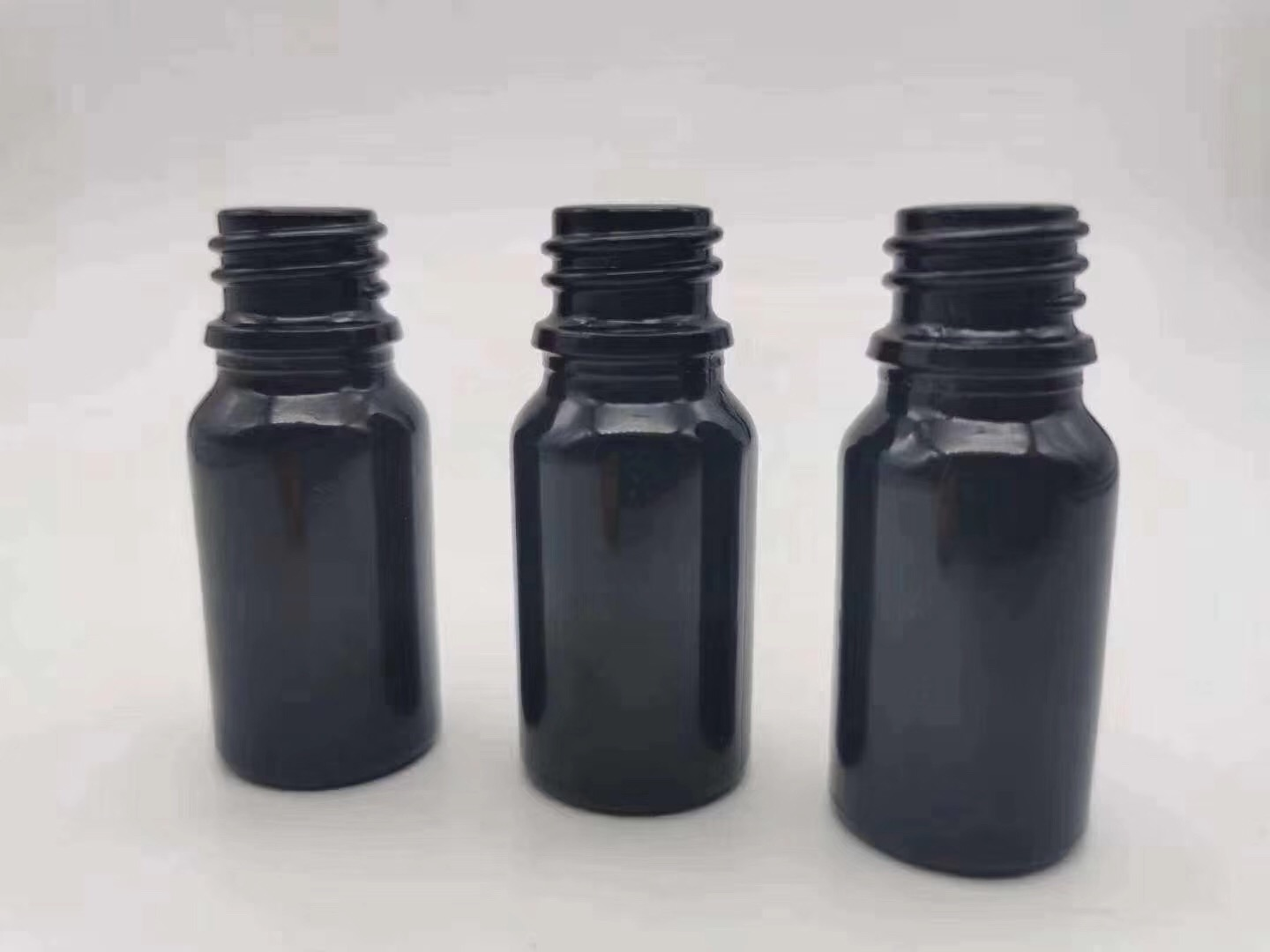 Cylindrical multi-ml black opaque essential oil glass dropper bottle