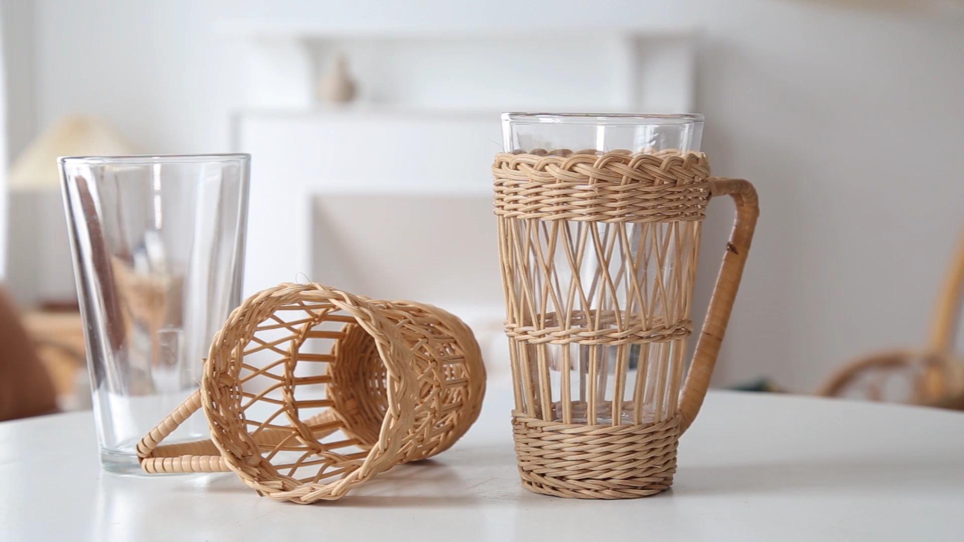 Лидер продаж, прозрачная стеклянная кружка для кофейного чая с держателем из ротанга