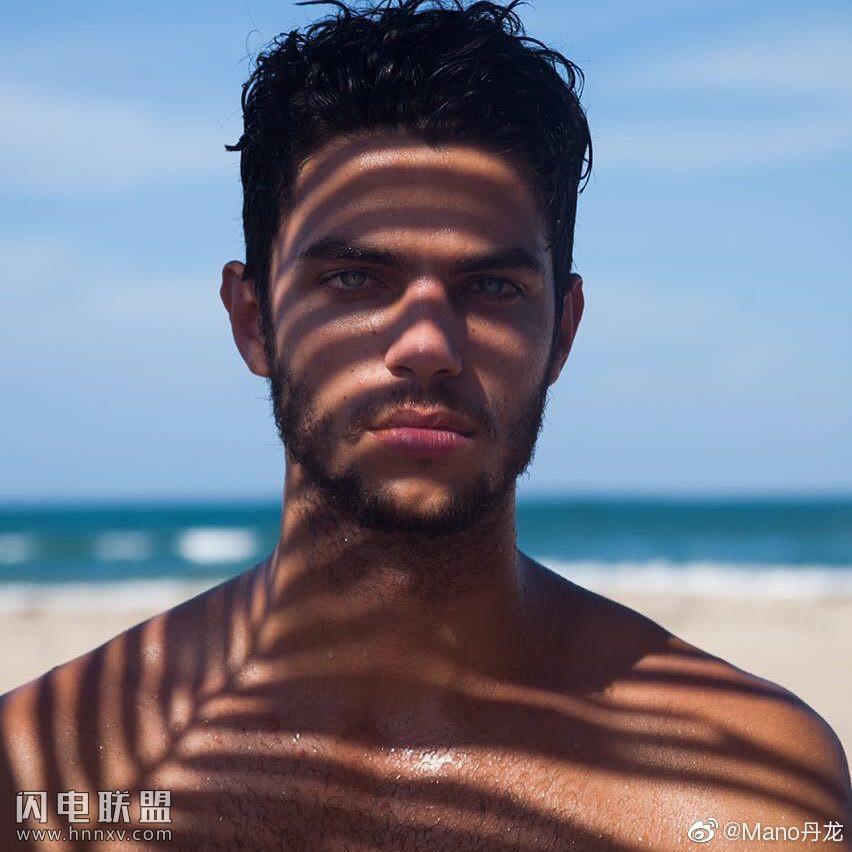 欧美肌肉男模帅哥海边性感文艺内裤写真第2张