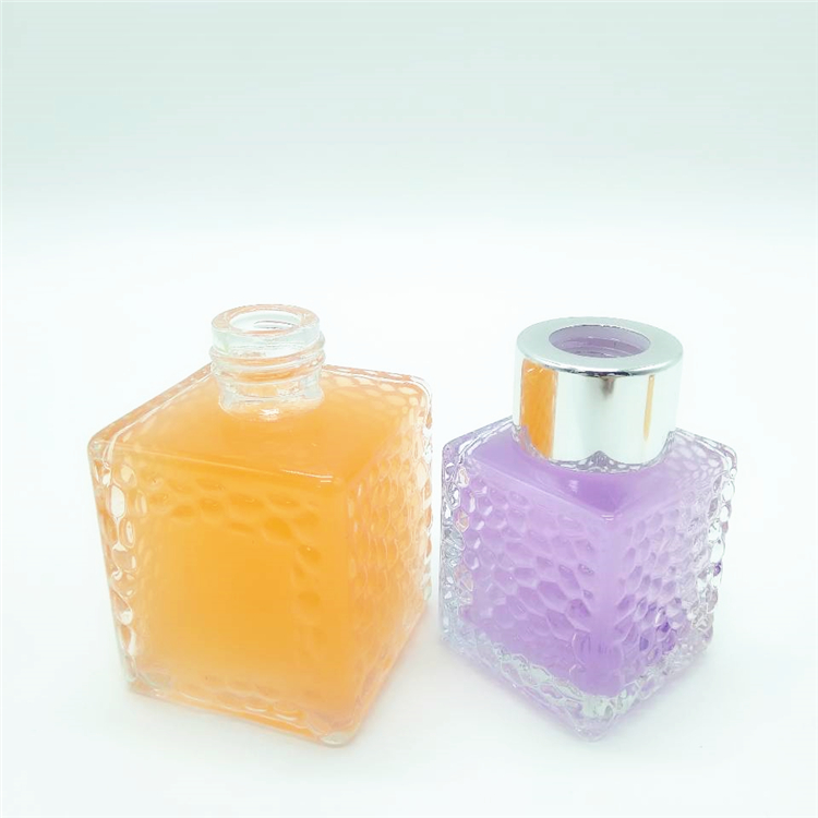Luxury square cosmetic packaging glass bottle for perfume aroma with screw cap and sealed cap