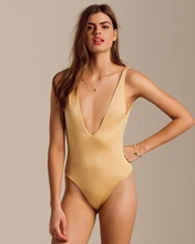 Golpeou o ouro One Piece Swim Suit