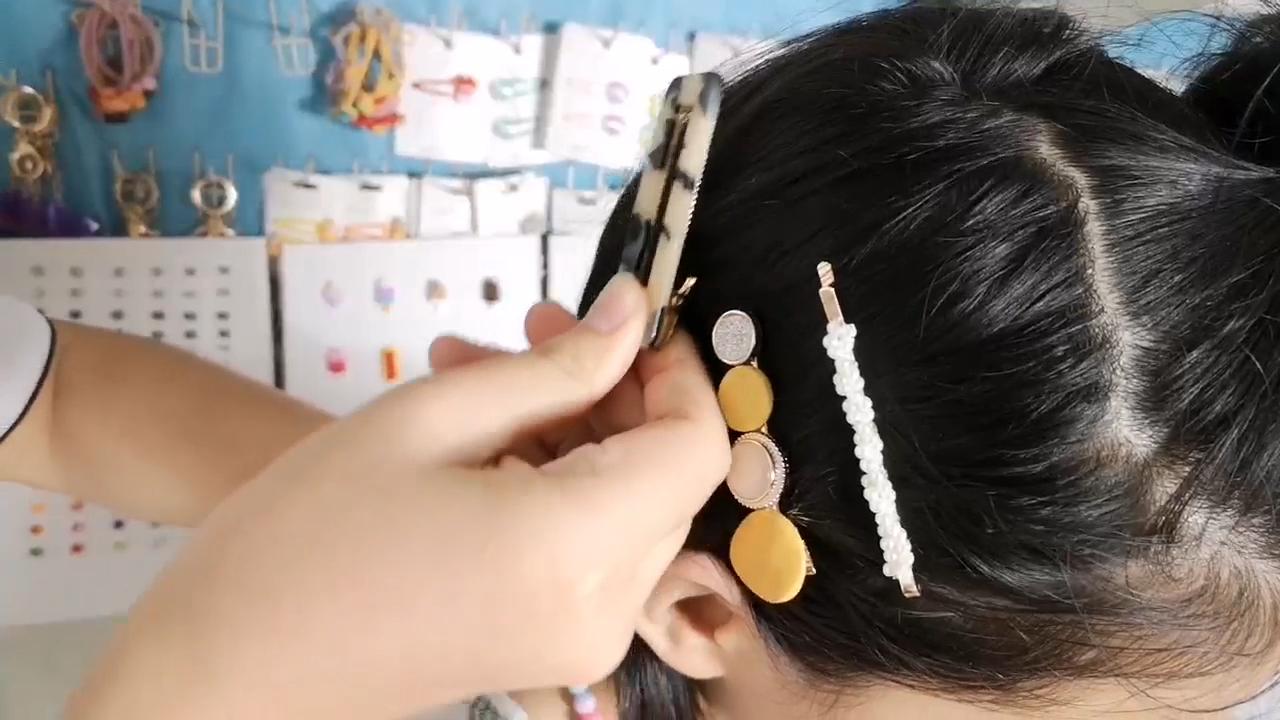 מגוון הצמד שיער קליפים עם פום פום כדורי תינוקת של שיער סיכות Headpieces יפה PomPom מכבנת כבנה הצמד שיער קליפ