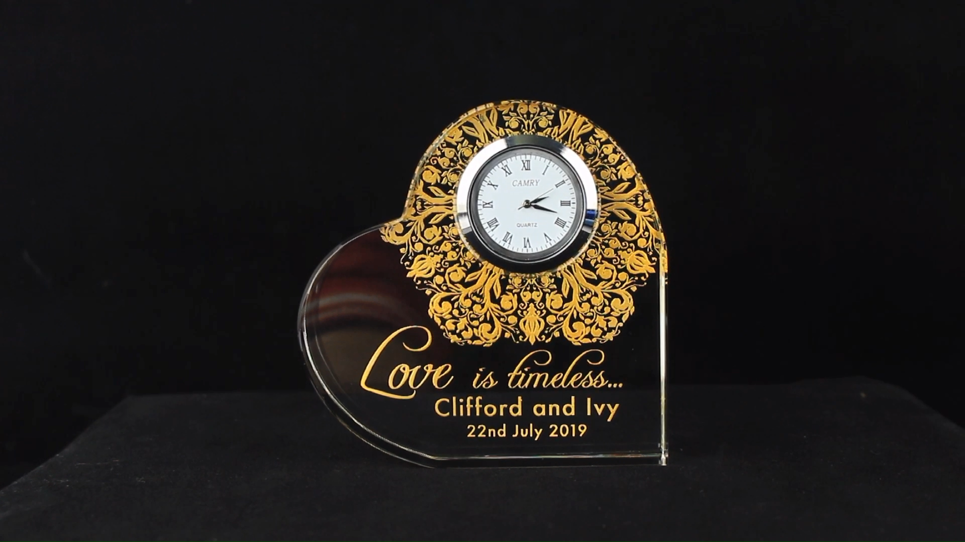 Custom Crystal Heart Clock Wedding Favors and Gifts for Guest