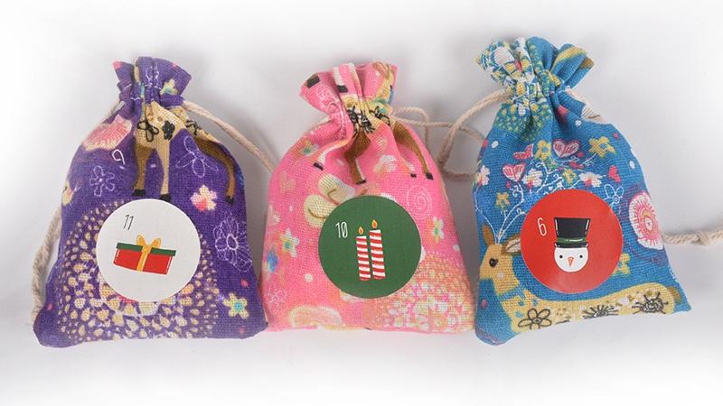 New Design Amazon Hot Sale Christmas Felt Cloth Plaid Candy Bag 24 Advent Calendar Countdown Hanging Bag Gift Bag