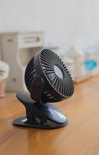 Настольный вентилятор с зажимом для спальни, студенческого общежития, вращение на 360 градусов, мини маленький настольный вентилятор, три бо...(Китай)
