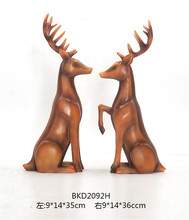 Promozionale home decor deer coppie <span class=keywords><strong>polyresin</strong></span> statua di cervo <span class=keywords><strong>animale</strong></span> <span class=keywords><strong>figura</strong></span>