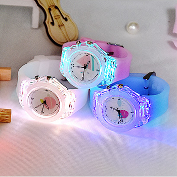 2020 Factory hot sell fashion led flash montre luminuse watch kid gift new design sport oem wrist watch