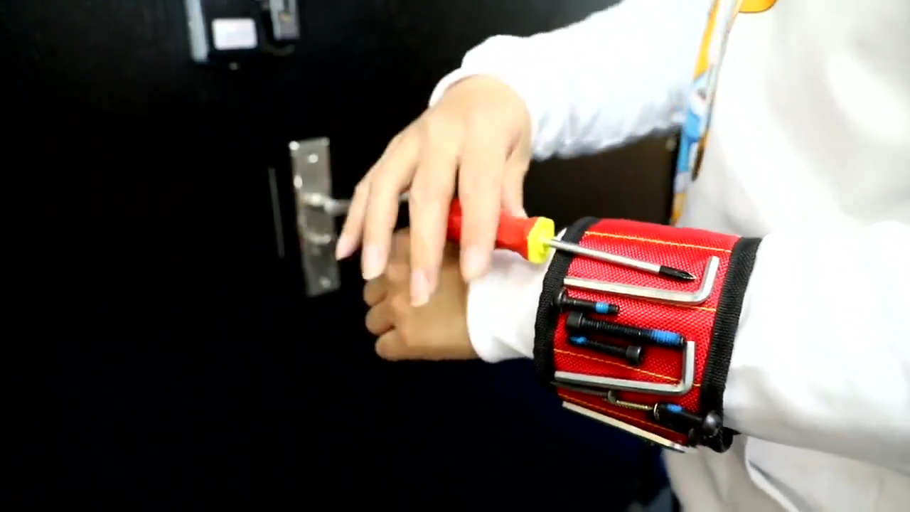 2020 new design Super Strong 15 Magnet Magnetic Wrist Holder with pocket for Holding Screws, Nails, Drill Bits