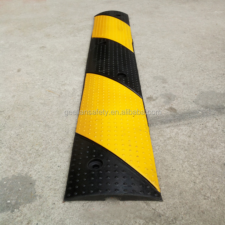 Portable Reusable high quality rubber cable ramp/speed bump for sale