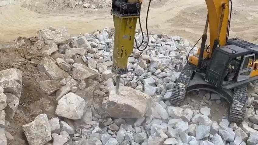 ค้อนทุบหินไฮดรอลิกสำหรับรถขุดฮิตาชิ Volvo Doosan ขนาด1-60ตัน