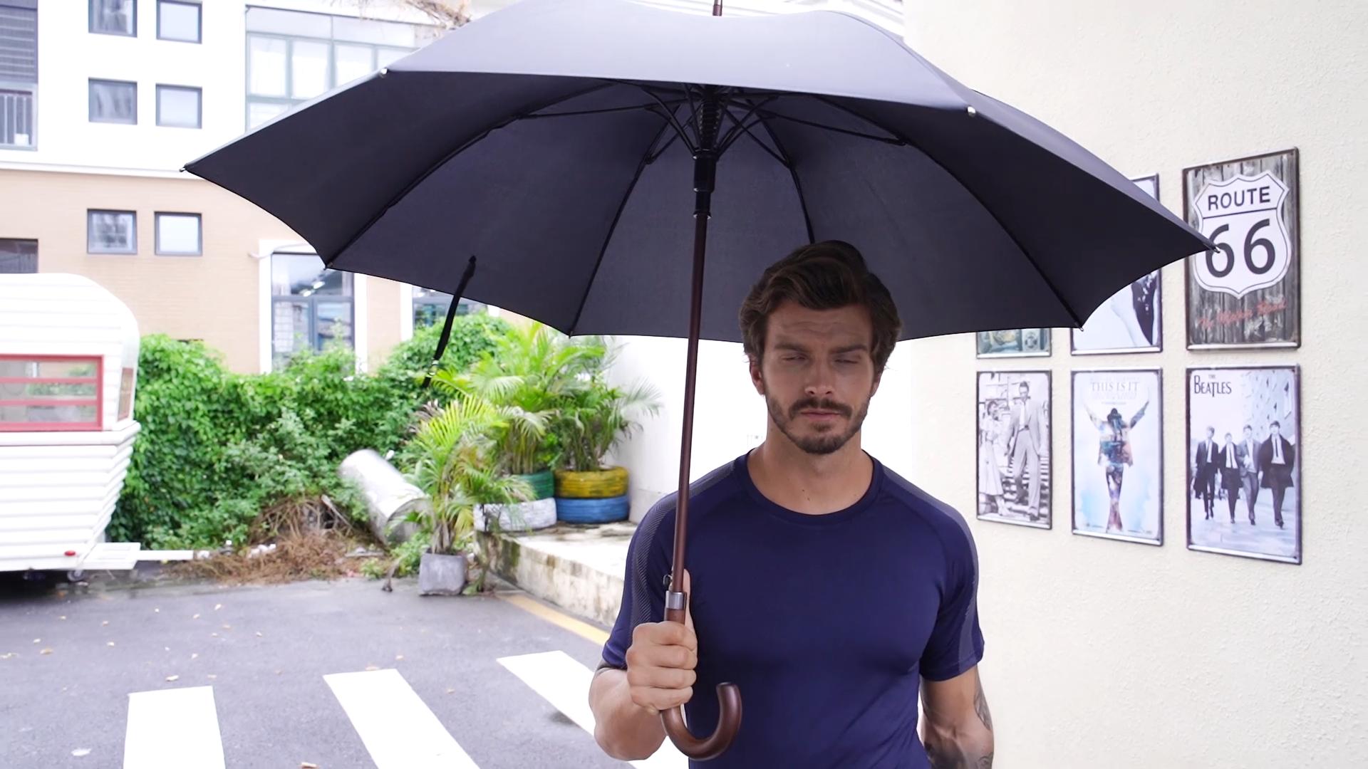 Parapluie droit classique avec manche en bois, fibre de verre, bâton de marche pour hommes, vente en gros