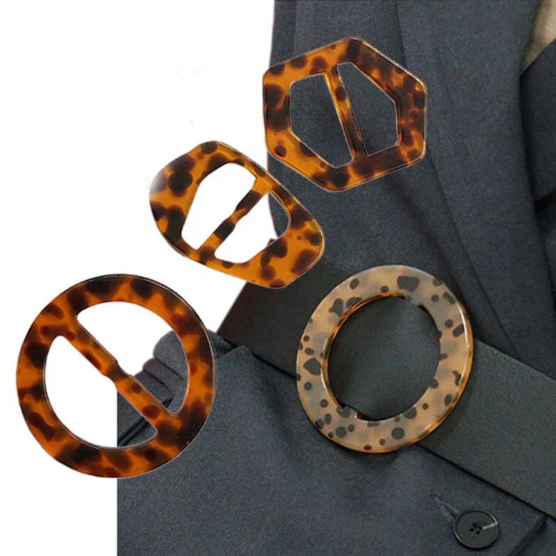 Factory direct wholesale Leopard design <strong>buckle</strong> Various special shape horn <strong>buckle</strong> irregular shape Resin <strong>buckle</strong> for clothing