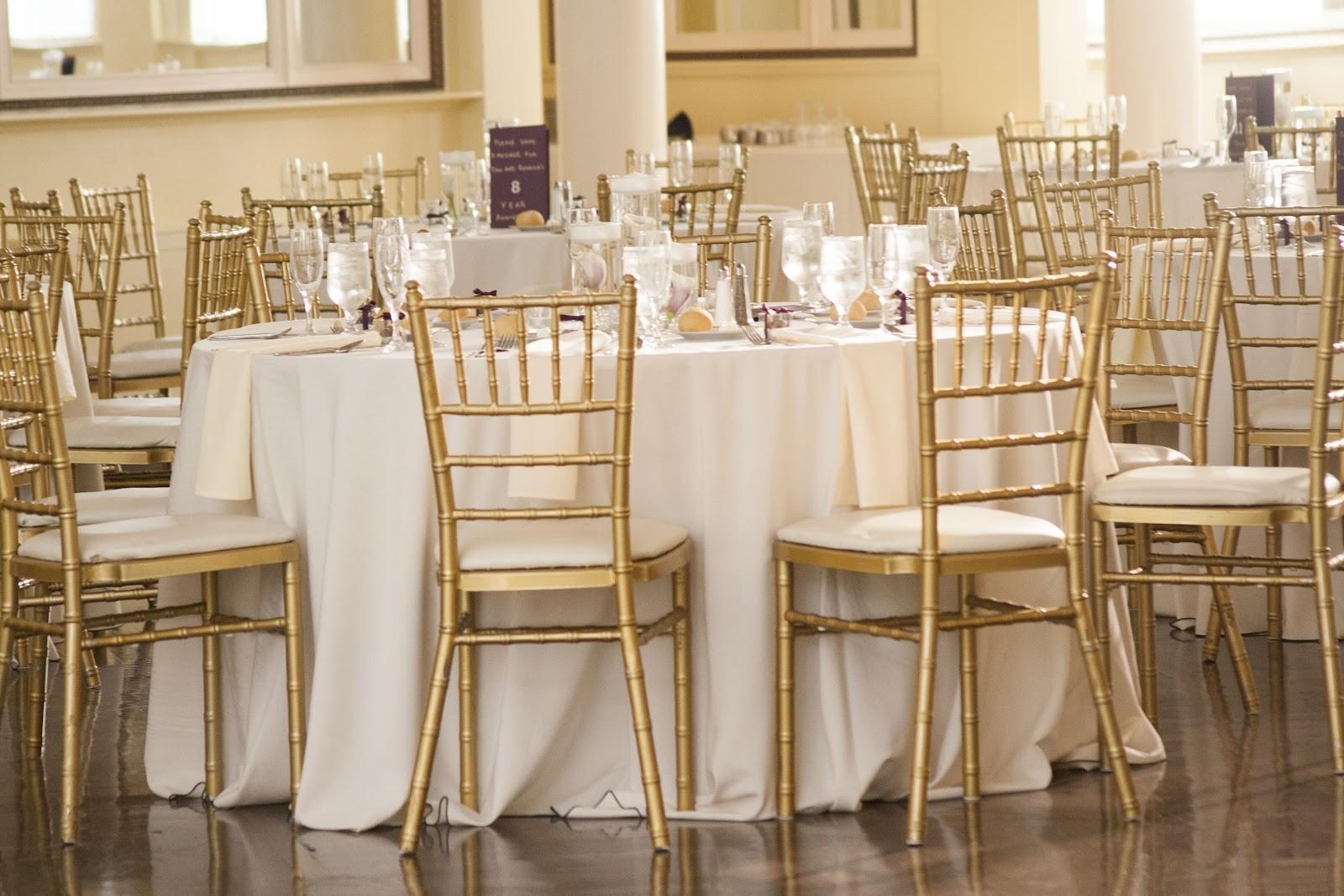Prezzo basso di buona qualità popolare impilabile da sposa tiffany di legno sedia di chiavari