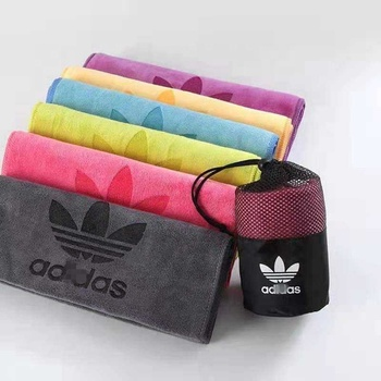 China Suppliers custom logo microfiber sport rally gym towel with zipper pocket